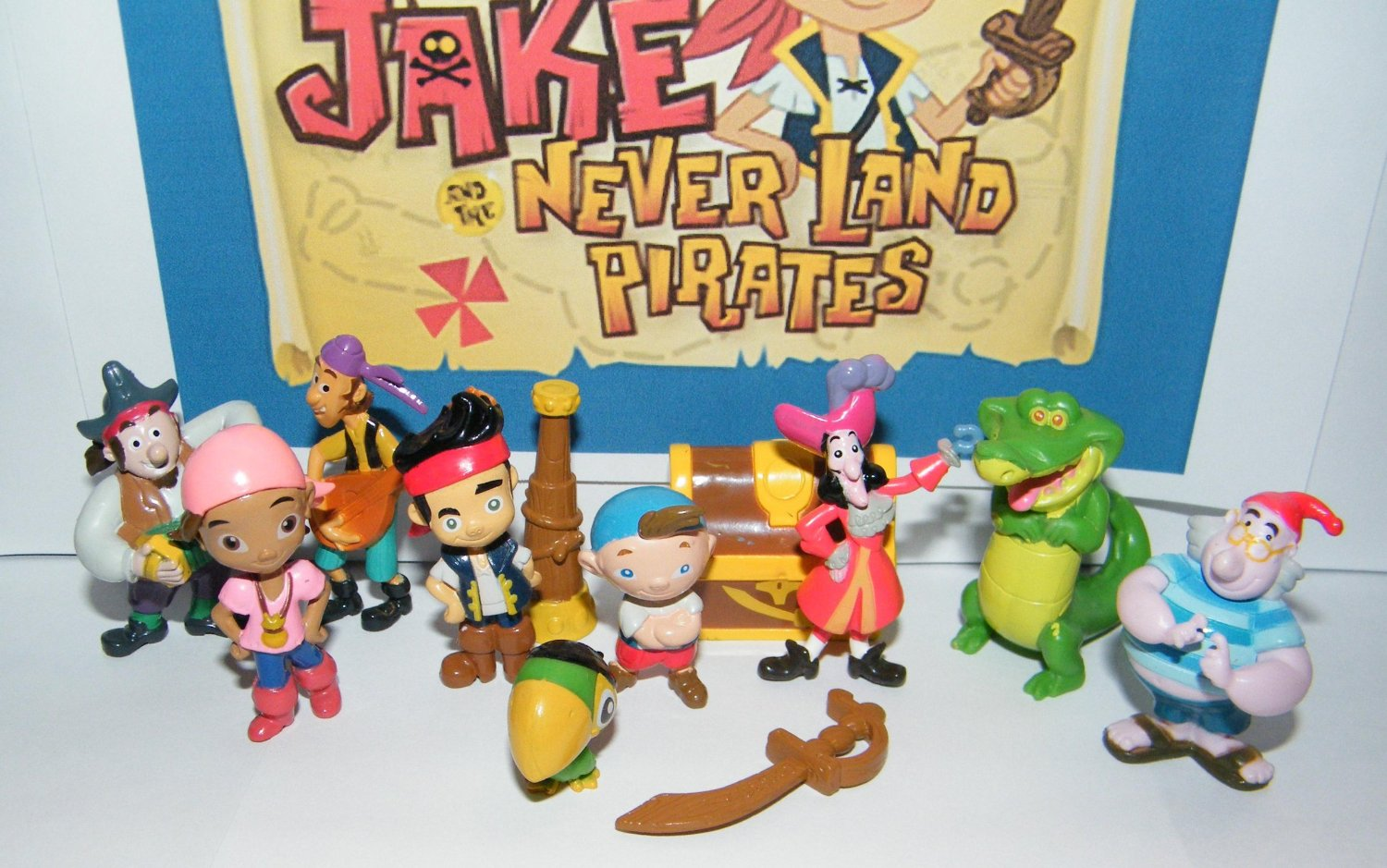 Disney Jake and The Never Land Pirates Deluxe Mini Figure Set Toy Playset of 12 with Jake, Hook, Crocodile, Treasure Chest and More!